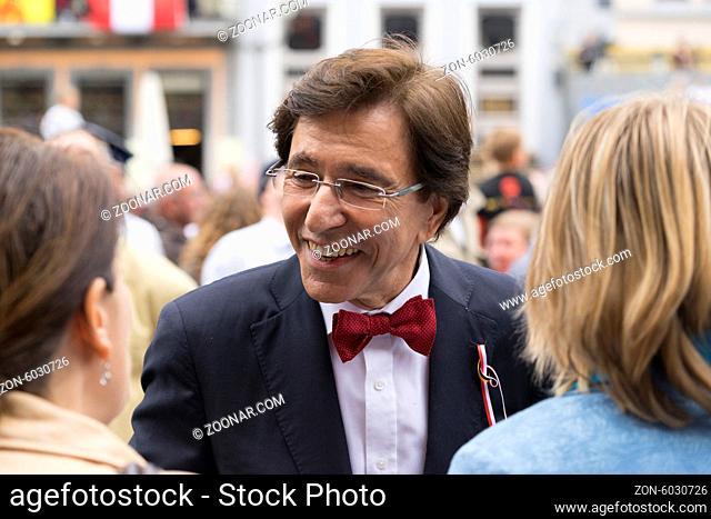 Der belgische Premierminister und Ober- Bürgermeister von Mons Elio Di Rupo auf dem Stadtfest Ducasse (Doudou) in Mons, Foto: Robert B. Fishman, 15.6