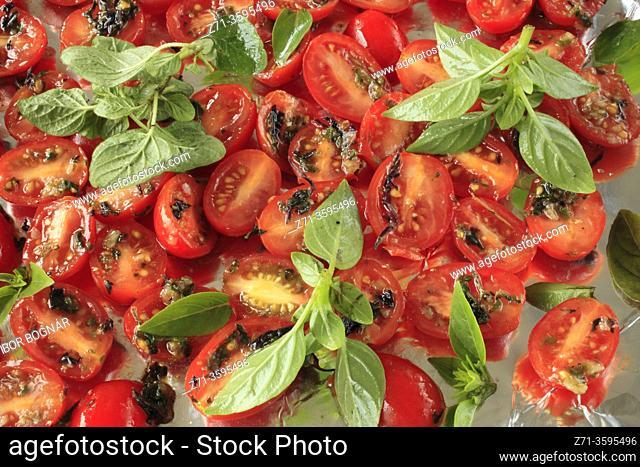 Cherry tomatoes with basilic,