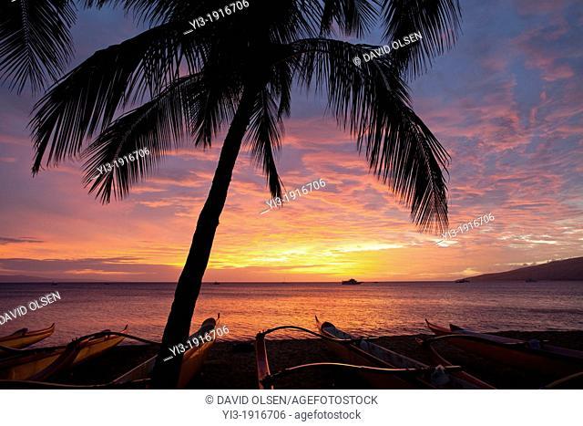 Spectacular sunset at Kihei, Maui, Hawaii