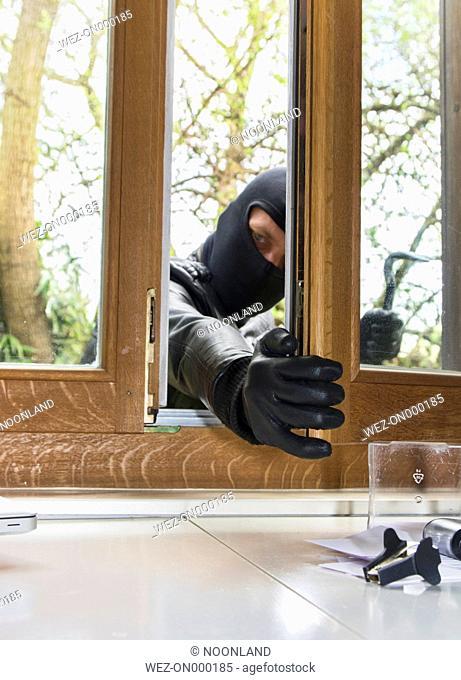 Germany, North Rhine Westphalia, Burglary breaking into family home