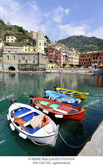 Boats, harbour and colorful houses in the quaint village of Vernazza, Cinque Terre, UNESCO World Heritage, Liguria, Italy