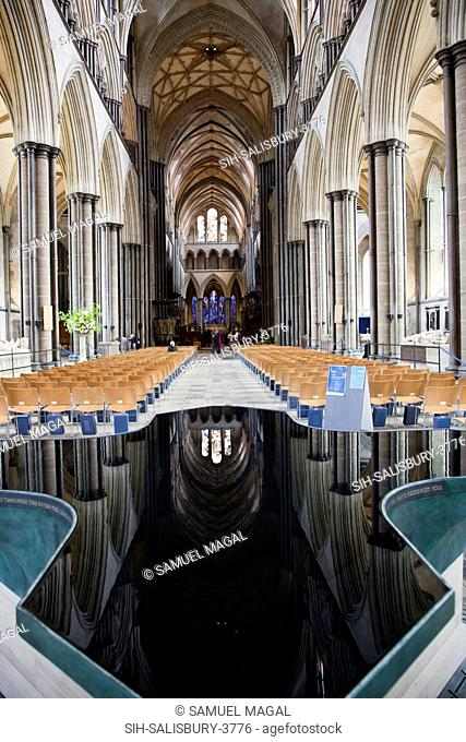 The Font was designed by William Pye and installed in 2008. The architecture of the Nave is reflected in the water