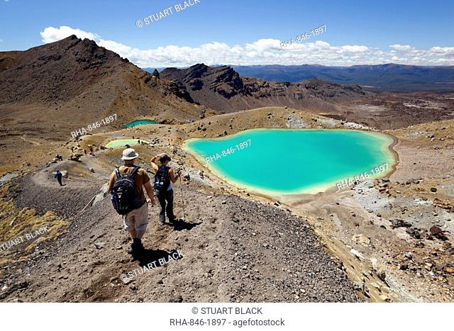Walkers and Emerald Lakes on the Tongariro Alpine Crossing, Tongariro National Park, UNESCO World Heritage Site, North Island, New Zealand, Pacific