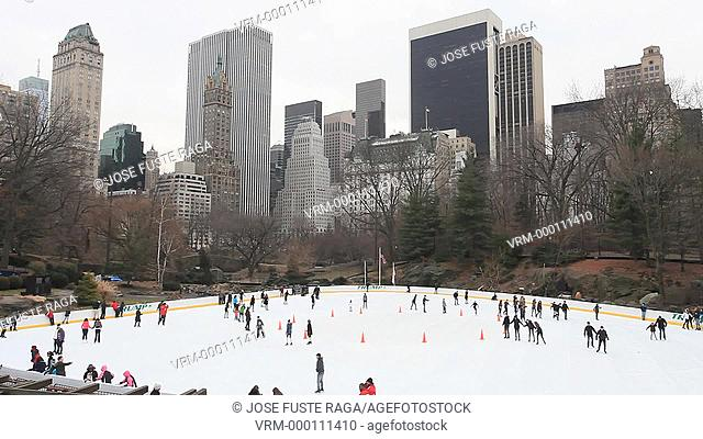 USA, New York City, Manhattan, Central Park , Ice skating