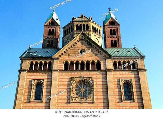 Der Kaiserdom in Speyer ist die größte erhaltene romanische Kirche Europas