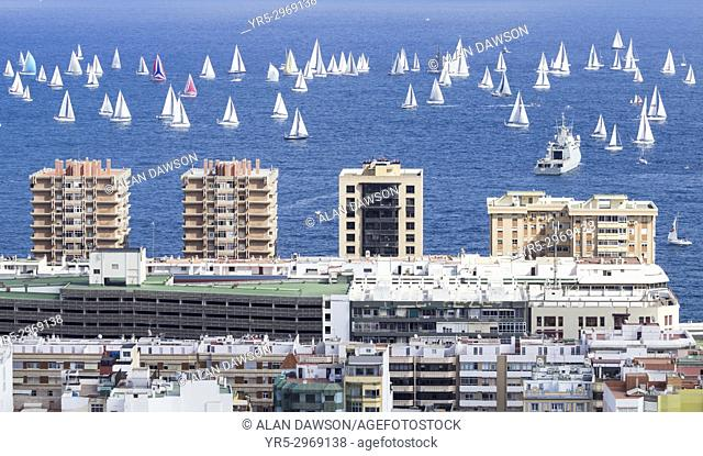 Las Palmas, Gran Canaria, Canary Islands, Spain. 19th November, 2017. Around 200 yachts (many from the UK) sail out of Las Palmas marina at the start of the...