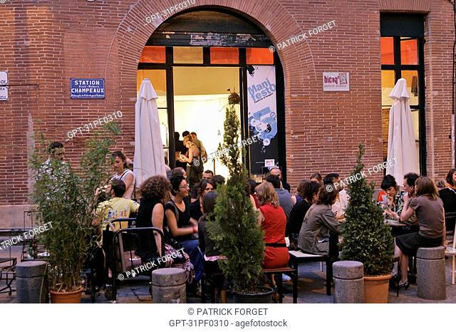 SIDEWALK CAFE 'BICOQ', EXHIBITION AND WORKS FOR SALE, LES CARMES NEIGHBORHOOD, TOULOUSE, HAUTE-GARONNE 31, FRANCE