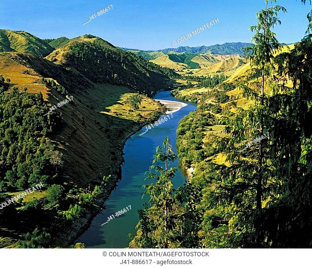 Whanganui River from 'Gentle Annie ' hill off the Parapara highway SH4 Wanganui region New Zealand