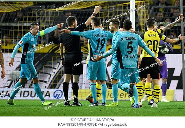 01 December 2018, North Rhine-Westphalia, Dortmund: Soccer: Bundesliga, Borussia Dortmund - SC Freiburg, 13th matchday at Signal-Iduna Park
