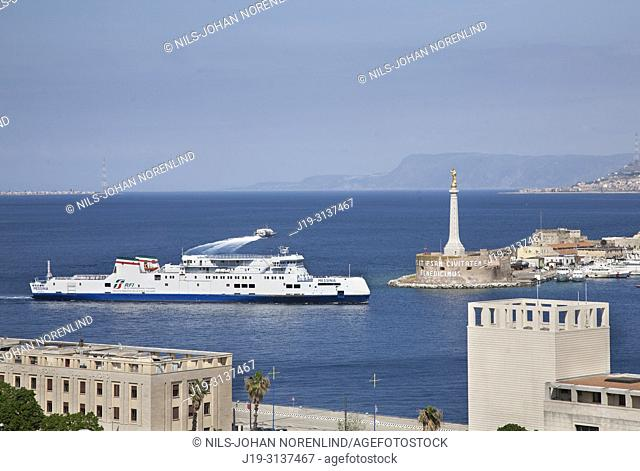 Harbour in Messina towards Italy mainland