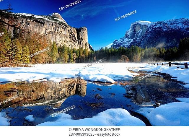 yosemite cliff reflection