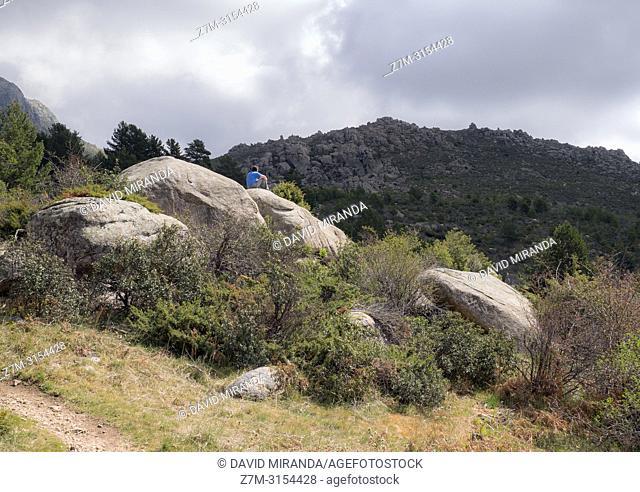 """Sendero. Valle de la Barranca en la Sierra de Guadarrama y dentro del """"""""Parque regional de la cuenca alta del Manzanares"""""""" (reserva de la Biosfera por la..."""