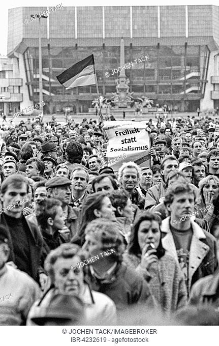 Election campaign in former East Germany, after fall of the Berlin Wall, DSU demo, Alliance for Germany at Karl Marx Square, motto of freedom not socialism