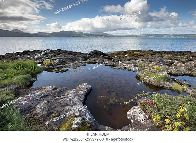 Rock pool at Clach na Criche opposite Mull
