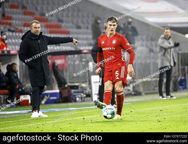 Benjamin PAVARD (FC Bayern Munich) on the ball, action, hi.li: Hans Dieter Flick (Hansi, coach FC Bayern Munich), gesture, gives instructions