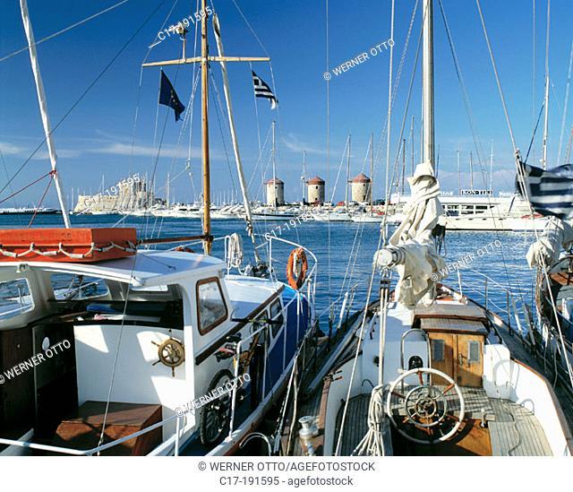 Greece, Rhodes, Dodecanese, Rhodes Town, Mandraki Harbour