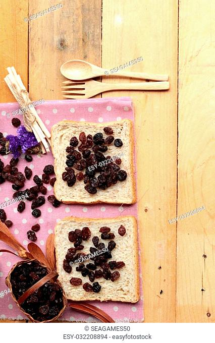 Dried currants and raisin bread
