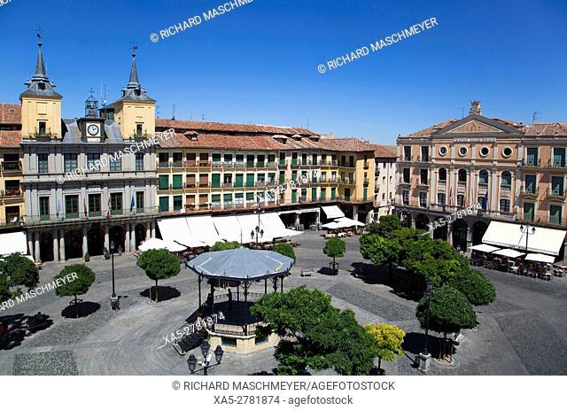 Town Hall (left), Juan Bravo Theater (right), Plaza Mayor, Segovia, UNESCO World Heritage Site, Spain