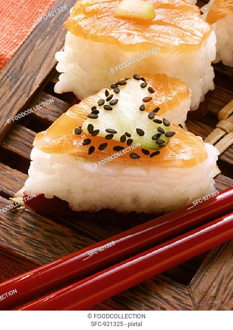 Heart-shaped sushi with salmon, cucumber & sesame (close-up)