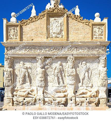 The greek fountain is located in Gallipoli, near the bridge that connects the new town to the old town. This fountain is the oldest in Italy