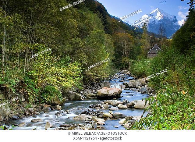 Joeu river in the road to Artiga de Lin  Aran Valley  Pyrenees mountain range  Lerida province  Catalonia, Spain, Europe