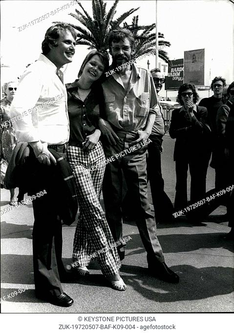 May 07, 1972 - Director Peter Medak with his actors Carolyn Seymour and Peter O'Toole walk the La Croisette in Cannes. England presented the movie 'The Ruling...
