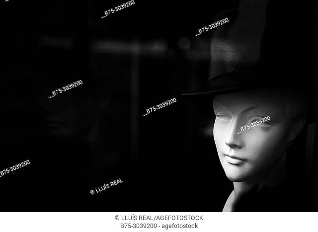 Head of a manikin with top hat in a shop window . London, England