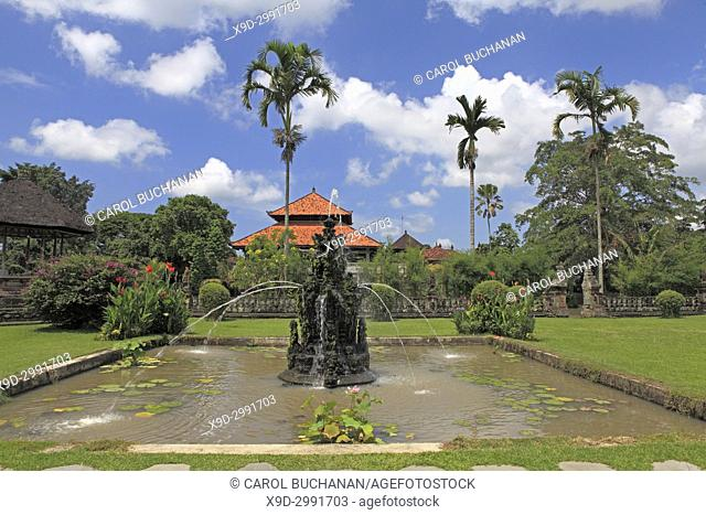 Fountain in the grounds of Pura Taman Ayun, the royal temple at Mengwi, Badung, Bali, Indonesia. This temple was was built in1634 during the reign of the first...