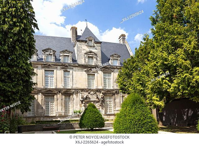 Hotel Dit du Presidial Fine art Museum Saintes