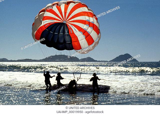 Parashooting in Mazatlan, Mexico. Key: Meer, Wasser, Fallschirm, Boot, Sport, Landscape