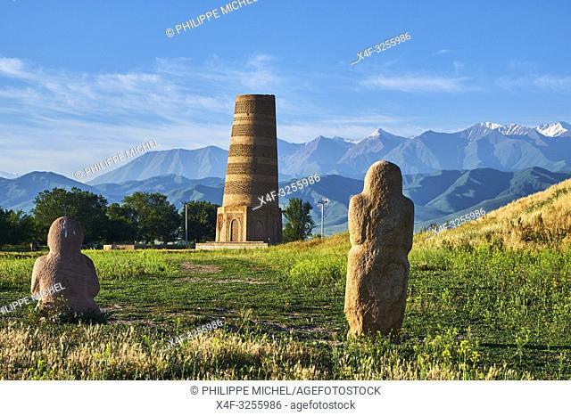 Kirghizistan, province de Chuy, la tour de Bourana et des balbals, stèles en pierre sur le site archéologique de l'ancienne ville de Balasagun / Kyrgyzstan