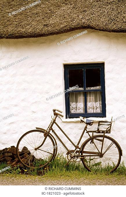 Tahtched Cottage and Bike