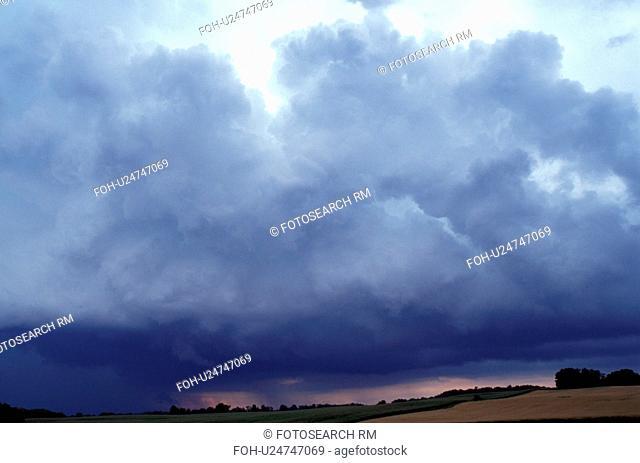 cumulus clouds, thunderstorm, MN, Minnesota, Alexandria, Dark gray storm clouds approaching