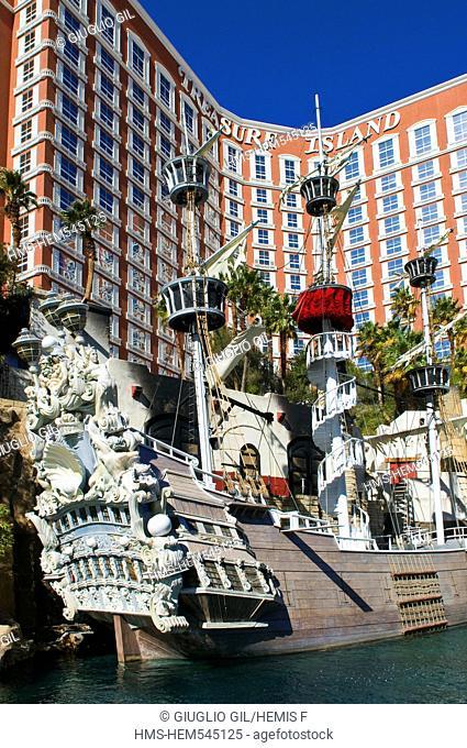 United Statess, Nevada, Las Vegas, Treasure Island casino resort hotel, replic of old boat for the daily show