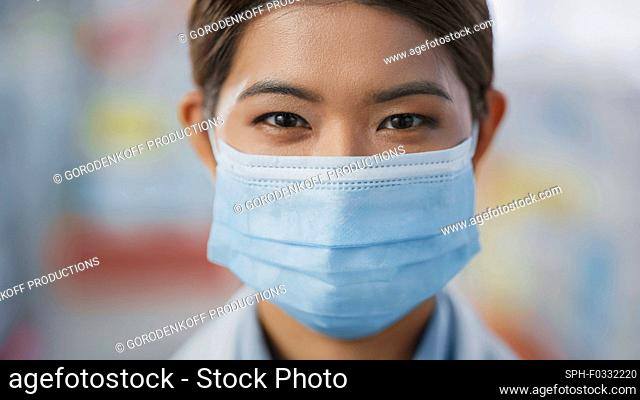 Healthcare specialist wearing a face mask
