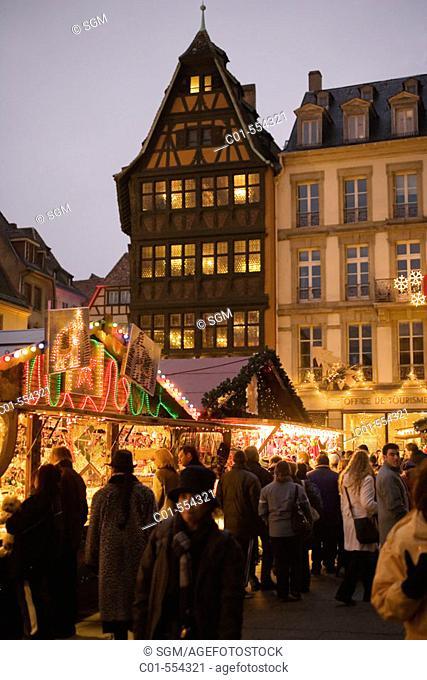 Christmas market and Maison Kammerzell (15th century), Strasbourg. Alsace, France