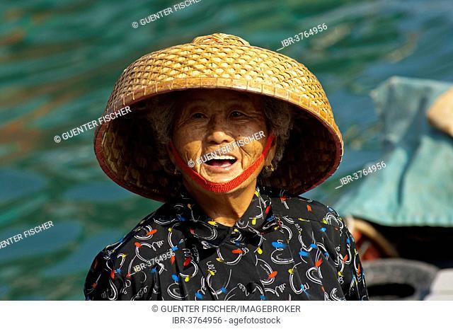 Laughing old Chinese fishmonger with straw hat, Sai Kung, Hong Kong, China