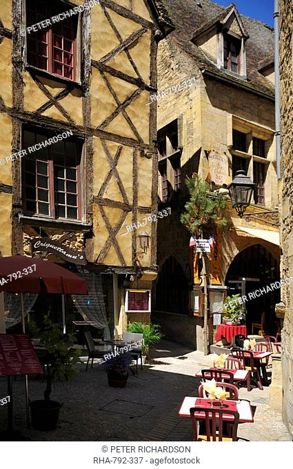 Medieval house in the old town, Sarlat, Dordogne, France. Europe