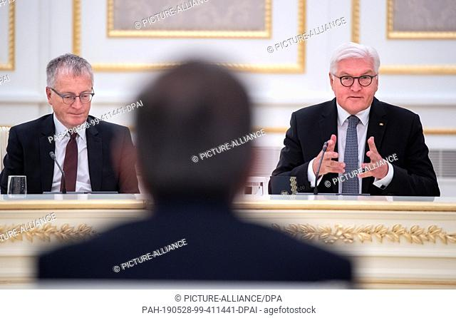 28 May 2019, Uzbekistan, Taschkent: Federal President Frank-Walter Steinmeier (r) and Shavkat Mirsijojew, President of Uzbekistan