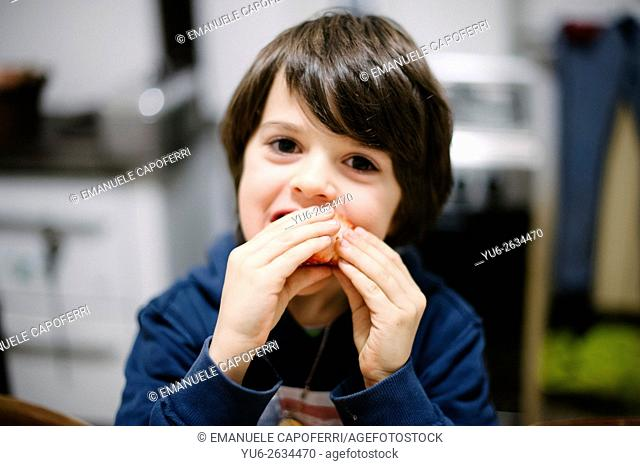 Child eats strawberry