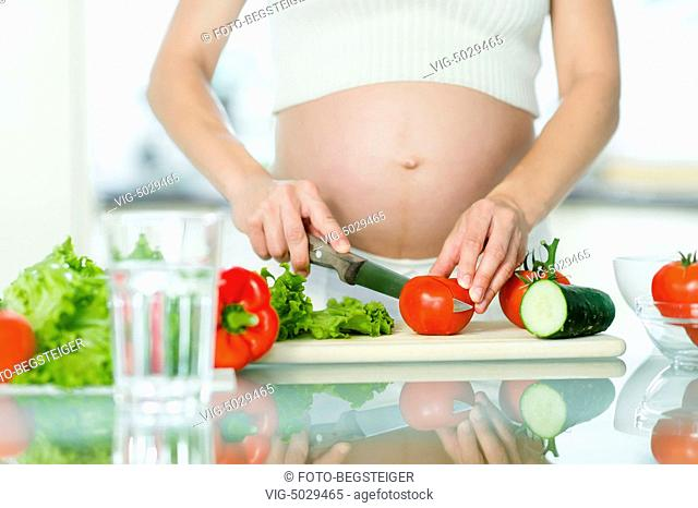 pregnant woman with vegetables - 17/09/2014