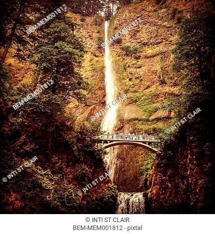 Bridge viewing Multnomah Falls waterfall, Cascade Locks, Oregon, United States