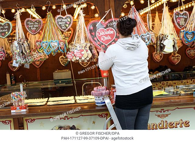 A stand owner finishes the last preperations before the official opening of the Christmas market at Breitscheidplatz square in Berlin, Germany, 27 November 2017