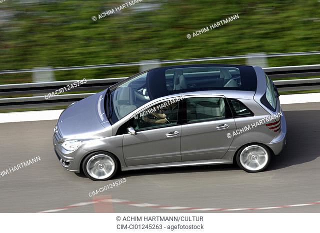 Car, Mercedes Concept B, Novelty, kommt ab 2005 auf den Markt, Limousine, silver, driving, side view