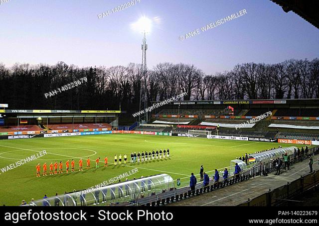 The teams during the anthem in the Covebo Stadium 'Aì De Koel, Football Laenderspiel women, mini-tournament - Three Nations