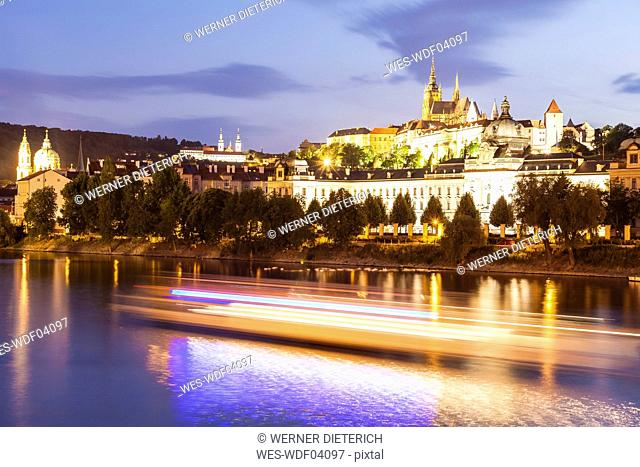 Czech Republic, Prague, Hradcany, castle, St. Nicholas' Church, Strahov Monastery and tourboat on Vltava