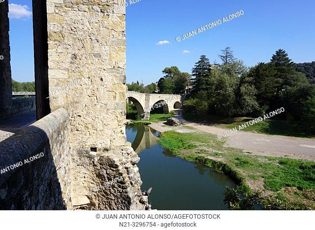 Pont Vell -Old Bridge-. Medieval town of Besalú, La Garrotxa, Province of Girona, Catalonia, Spain, Europe