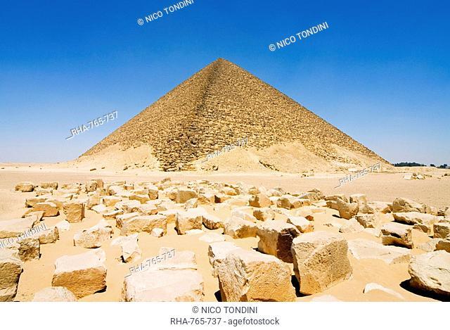 The Red Pyramid Senefru Pyramid, Dahshur, UNESCO World Heritage Site, near Cairo, Egypt, North Africa, Africa
