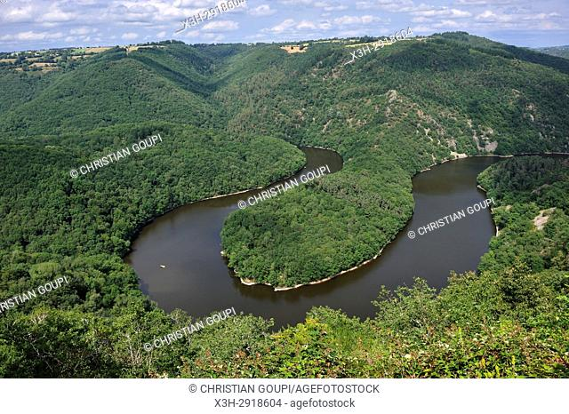 Queuille's meander (Meandre de Queuille) of the Sioule River, Puy-de-Dome department, Auvergne-Rhone-Alpes region, France, Europe