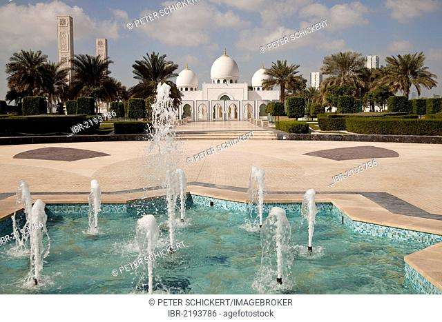Fountain in the Sheikh Zayed Mosque in Abu Dhabi, United Arab Emirates, Asia